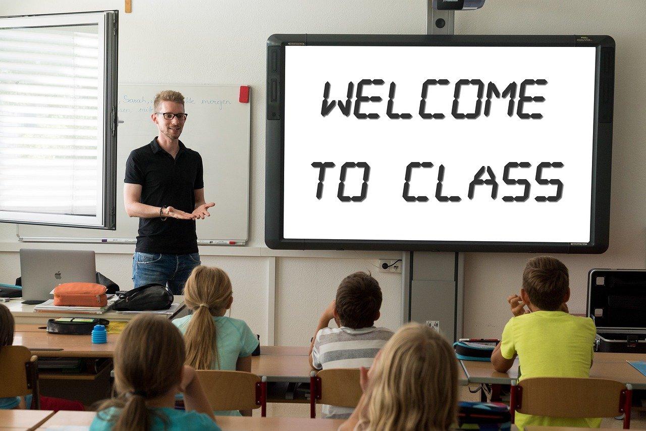 Welcome To Class Classroom Teacher  - Tumisu / Pixabay